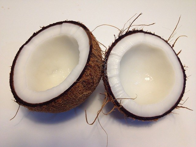 Coconut Oil: The Magical Oil for Your Crowning Glory